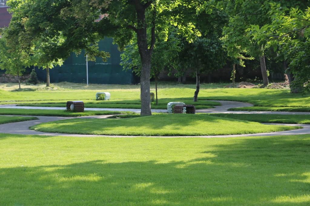 Без МАФів на клумбах і дерев-обрубків: у Новомиргороді зробили європейський парк. ФОТО - 10 - Децентралізація - Без Купюр