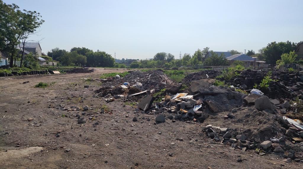 У Кропивницькому під житловий масив кілька років звозять будівельне сміття. ФОТО - 5 - Події - Без Купюр