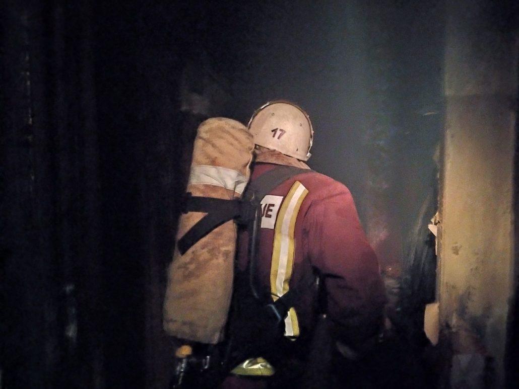 Без Купюр У Світловодську пожежним вдалося врятувати пенсіонерку,  38-річний чоловік загинув. ФОТО Події  Світловодськ пожежа Кіровоградщина