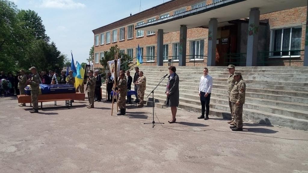 На Кіровоградщині попрощалися з бійцем 54-ї бригади, який загинув у зоні ООС - 2 - Війна - Без Купюр