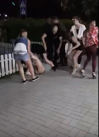 Поліція перевіряє факт бійки дівчат в олександрійському кафе. ФОТО - 1 - Кримінал - Без Купюр