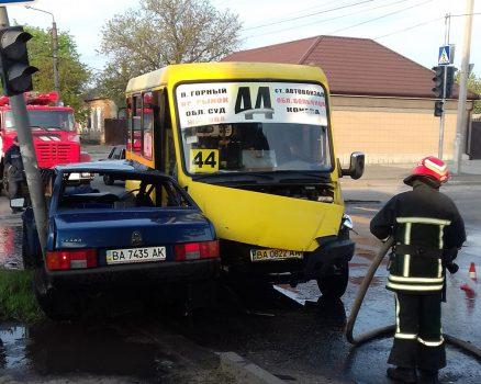 У Кропивницькому сталася ДТП за участі маршрутки та легковика