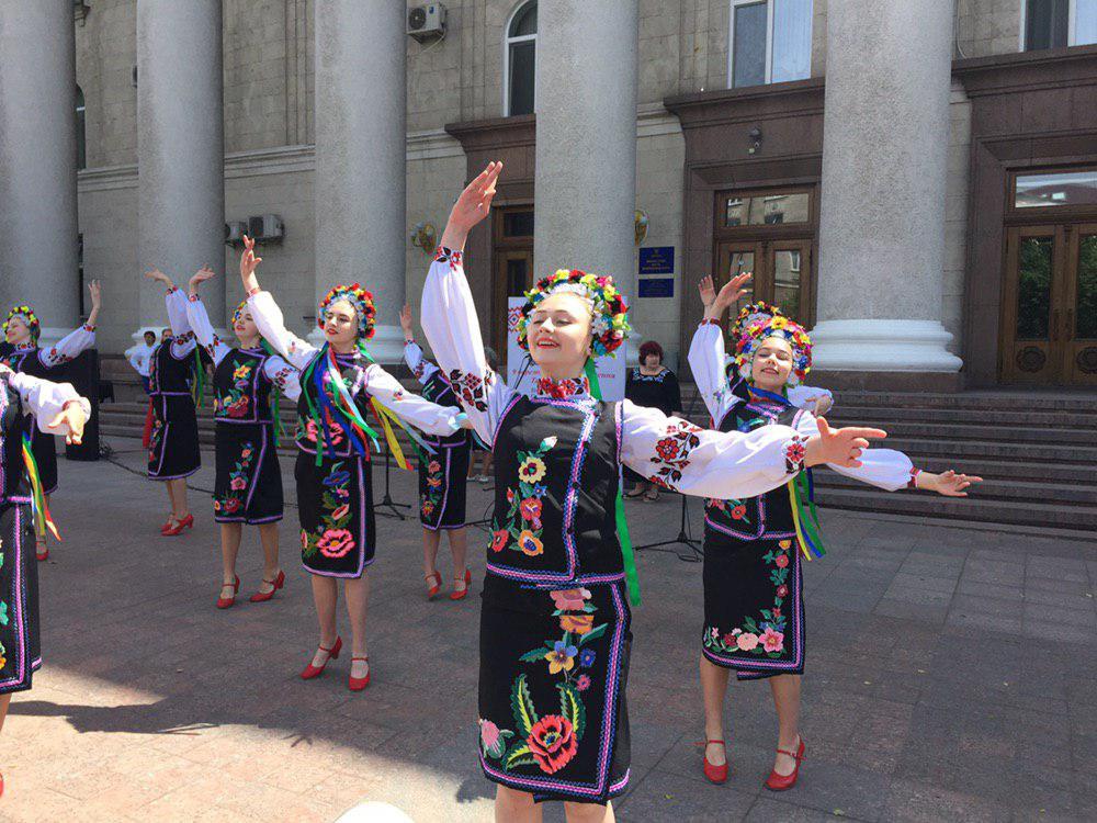 У Кропивницькому відзначили День вишиванки. ФОТО 1 - Події - Без Купюр