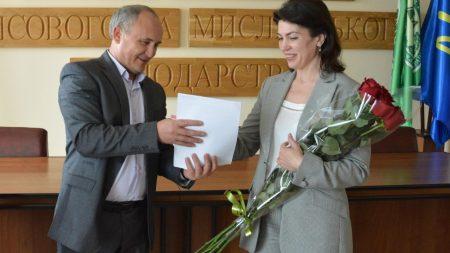 Порошенко відзначив начальницю обласного управління лісового господарства