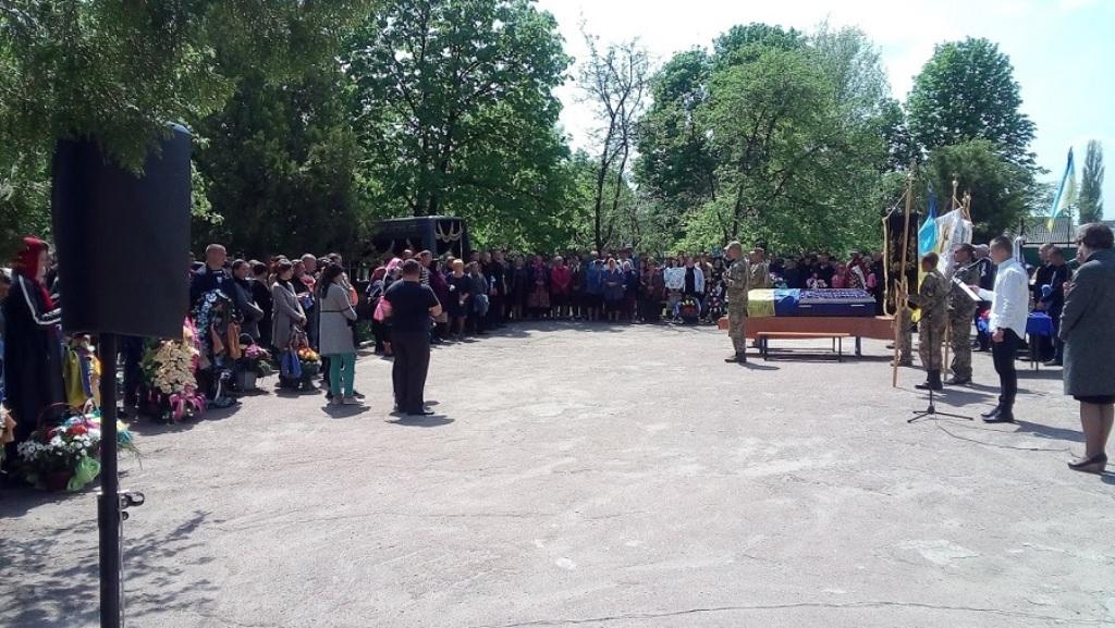 На Кіровоградщині попрощалися з бійцем 54-ї бригади, який загинув у зоні ООС - 3 - Війна - Без Купюр