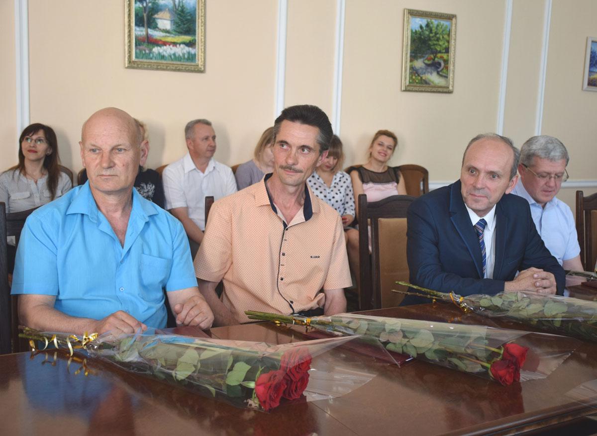 Успішних управлінців із Кіровоградщини відзначили державними нагородами - 1 - Життя - Без Купюр