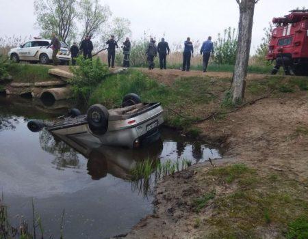 У Новомиргородському районі  дістали з річки автівку та тіло водія. ФОТО