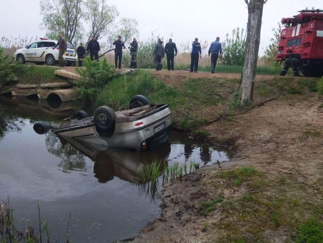 У Новомиргородському районі  дістали з річки автівку та тіло водія. ФОТО - 3 - За кермом - Без Купюр