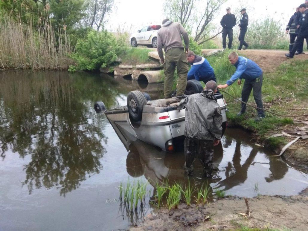 У Новомиргородському районі  дістали з річки автівку та тіло водія. ФОТО - 2 - За кермом - Без Купюр