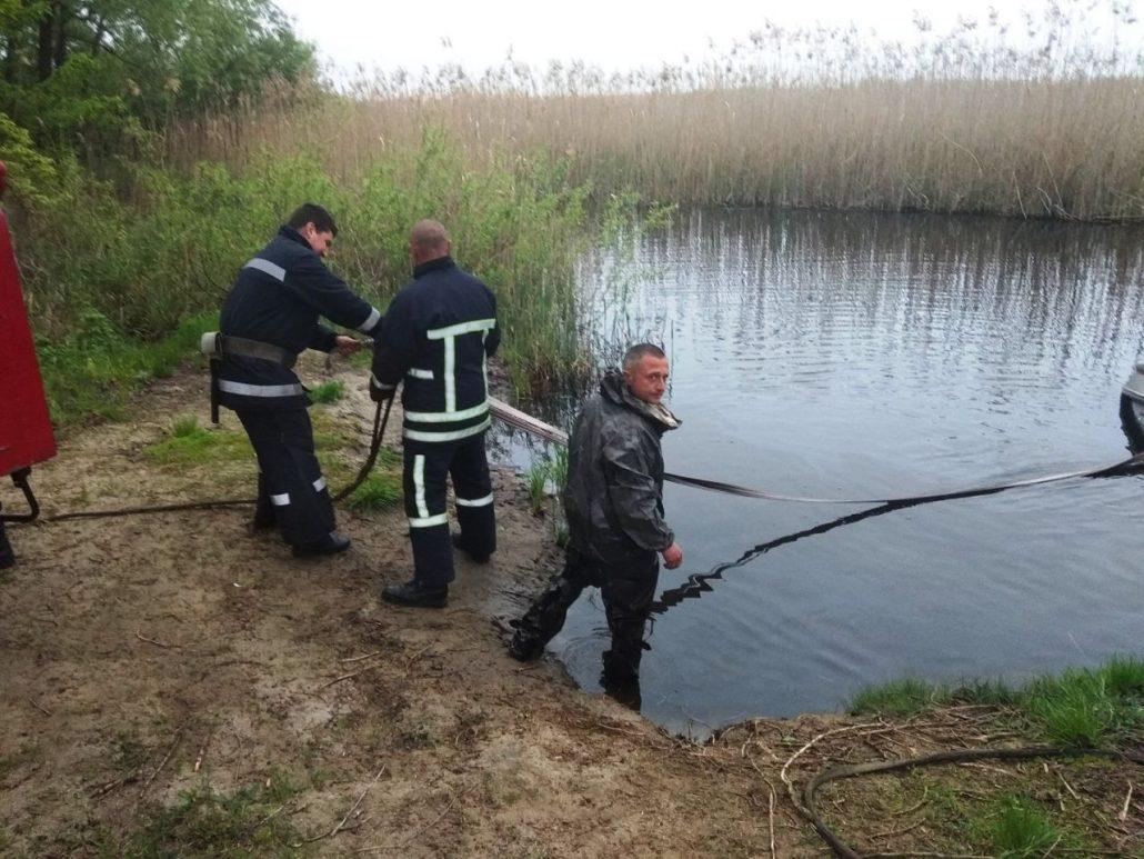 У Новомиргородському районі  дістали з річки автівку та тіло водія. ФОТО - 1 - За кермом - Без Купюр