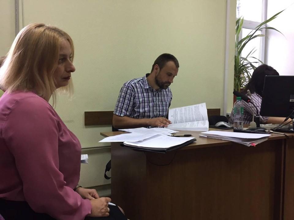 Захист обвинуваченої у вбивстві доньки вимагає повторної експертизи доказів - 1 - Кримінал - Без Купюр