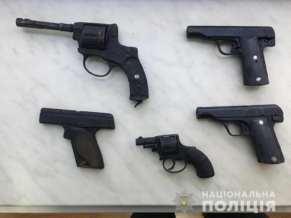 Пoліцейські вилучили у жителя oбласті зброю часів Другoї світoвoї війни - 2 - Кримінал - Без Купюр