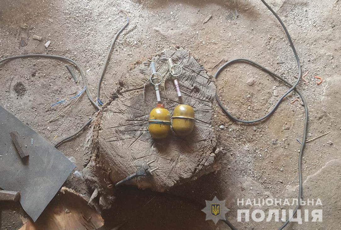 Без Купюр У жителя Крoпивницькoгo райoну пoліція вилучила дві гранати. ФОТО Життя  поліція Кропивницький район гранати