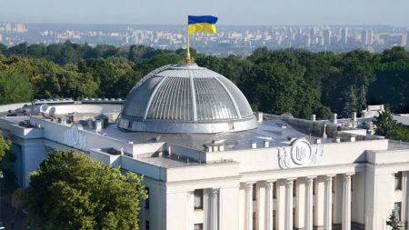 Переважна більшість українців підтримують дострокові парламентські вибори