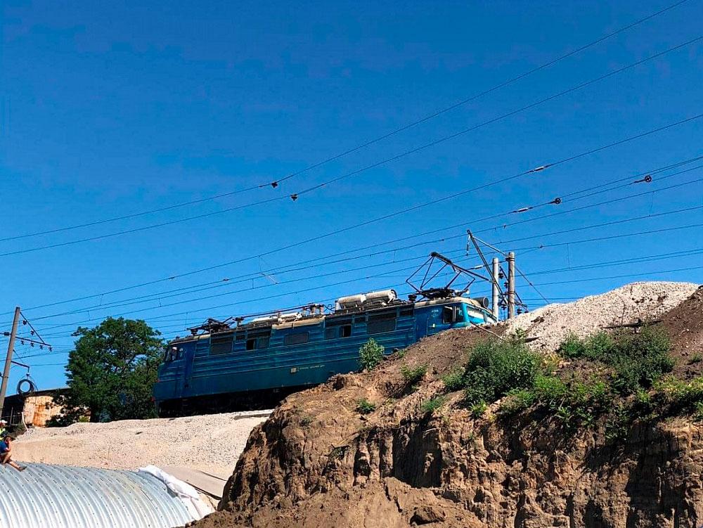 Без Купюр Реконструйована арка у Кропивницькому пройшла перші випробування вантажним потягом Життя  реконструкція арки Кропивницький Кропивницька міська рада