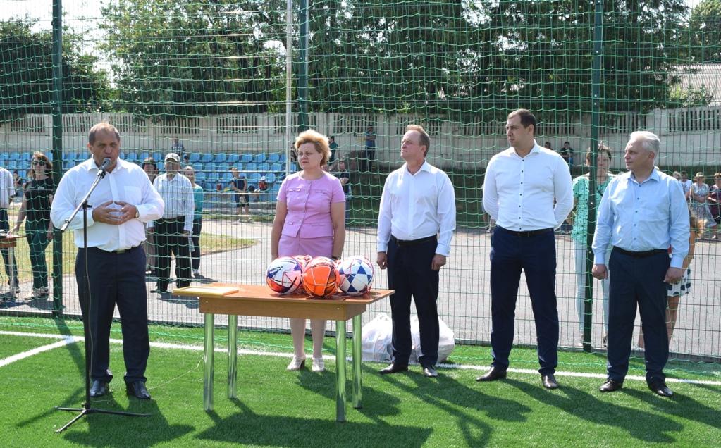 На Кіровоградщині відкрили сучасне спортивне поле зі штучним покриттям - 1 - Життя - Без Купюр