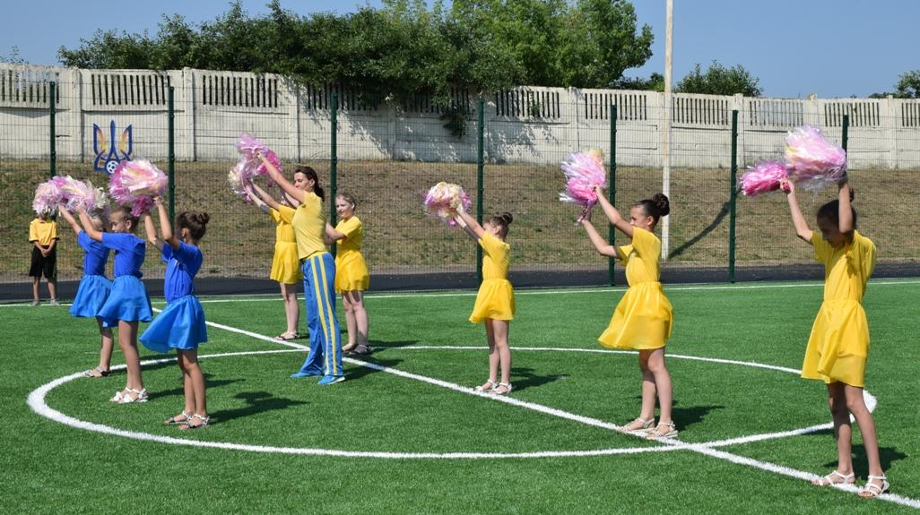 На Кіровоградщині відкрили сучасне спортивне поле зі штучним покриттям - 3 - Життя - Без Купюр
