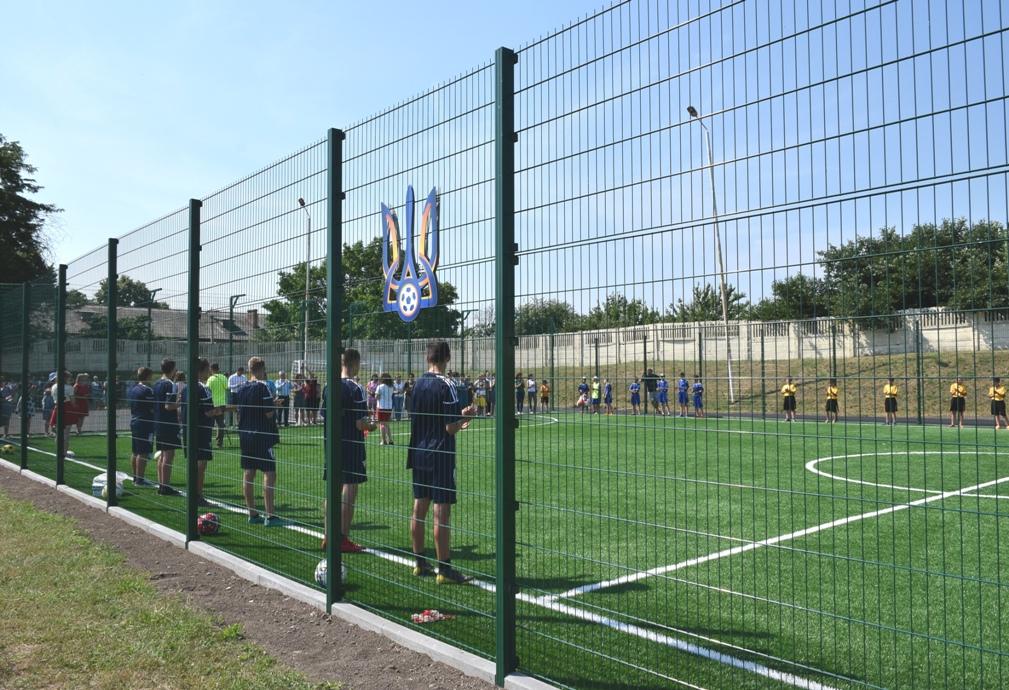 На Кіровоградщині відкрили сучасне спортивне поле зі штучним покриттям - 4 - Життя - Без Купюр