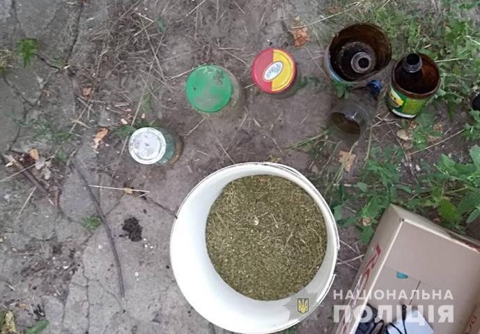 У селянина з Голованівського району виявили вдома плантацію коноплі. ФОТО - 4 - Кримінал - Без Купюр