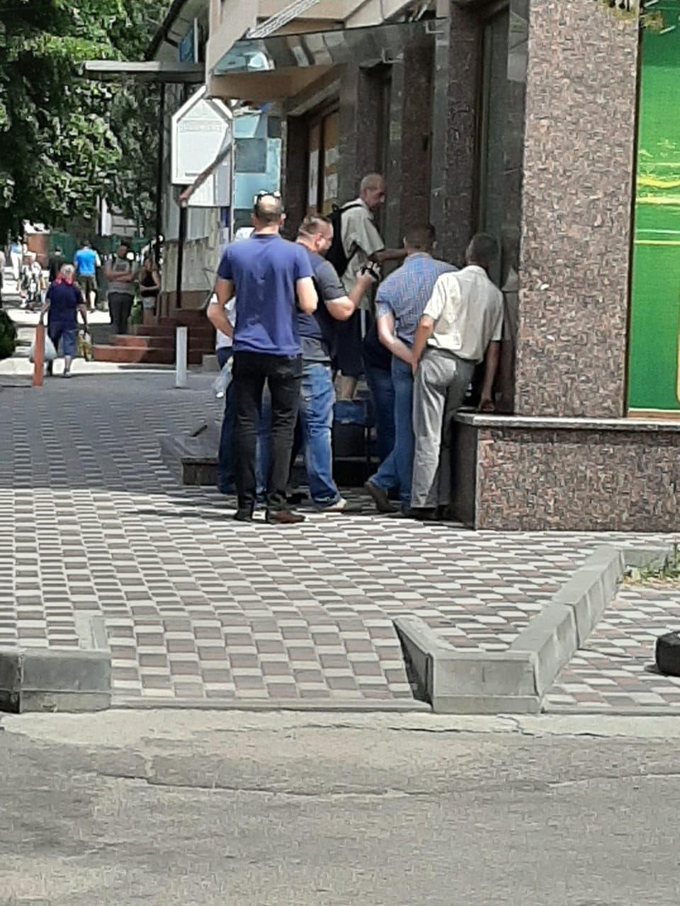 Без Купюр У Кропивницькому за підозрою в хабарництві затримали інспектора ДАБІ. ФОТО Корупція  хабар Кропивницький ДАБІ