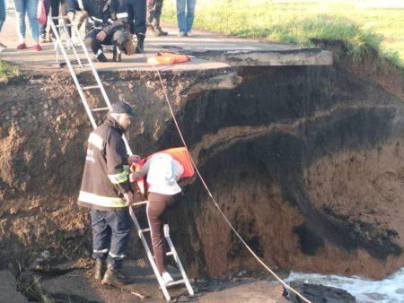 Кіровоградщина: школярі перебиралися через зруйновану дамбу, аби дістатися на ЗНО