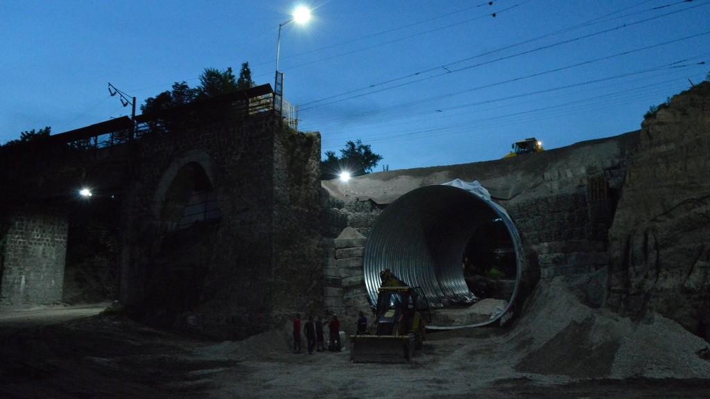 Без Купюр Облаштування арки у Кропивницькому на завершальному етапі. ФОТО Життя  Кропивницький арка