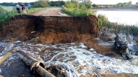 На Кіровоградщині унаслідок негоди зруйновано декілька гребель. ФОТО