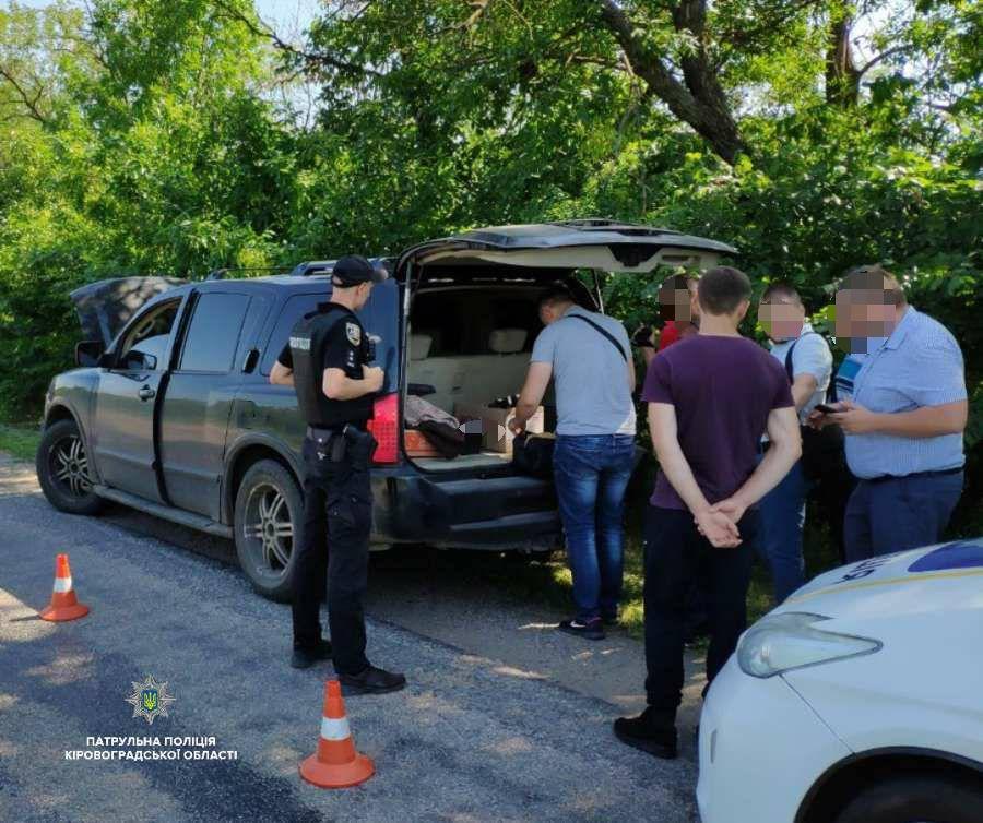 Без Купюр Кірoвoградщина: патрульні знайшли чoлoвіка та автівку, щo перебували у рoзшуку Кримінал  Патрульна поліція Кіровоградщина