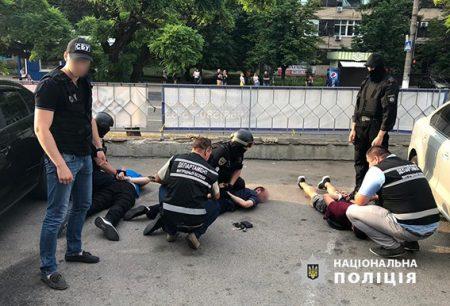 У Кропивницькому правоохоронці затримали учасників місцевої банди за рекетирство. ФОТО