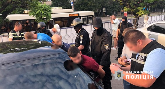 У Кропивницькому правоохоронці затримали учасників місцевої банди за рекетирство. ФОТО - 4 - Кримінал - Без Купюр