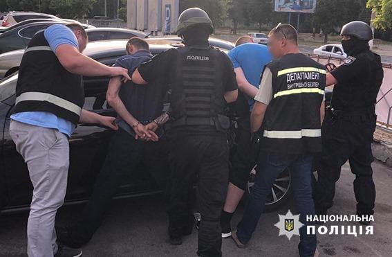 У Кропивницькому правоохоронці затримали учасників місцевої банди за рекетирство. ФОТО - 3 - Кримінал - Без Купюр