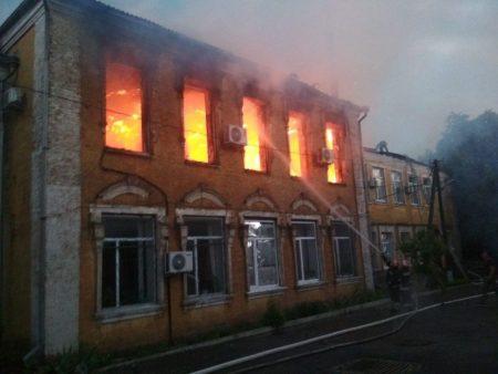 У Благовіщенську горить будівля райдержадміністрації. ФОТО. ВІДЕО
