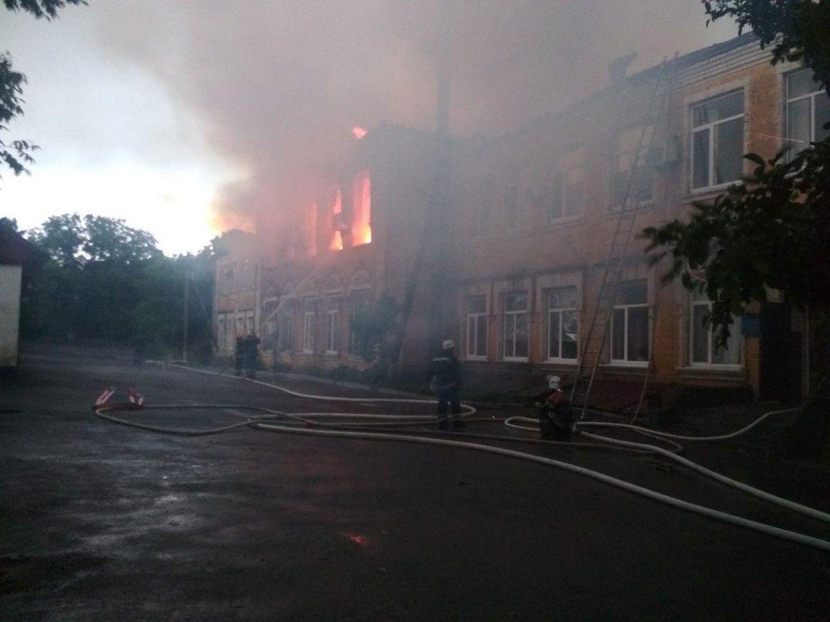 У Благовіщенській РДА розповіли про наслідки пожежі в адмінбудівлі - 1 - Життя - Без Купюр