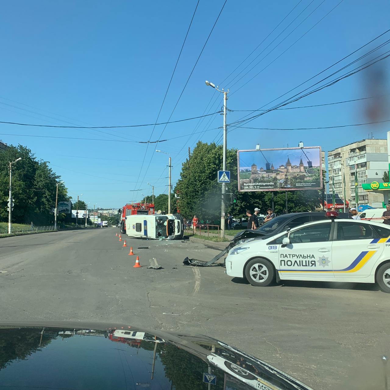 """Без Купюр ДТП у Кропивницькому: перекинулася """"швидка"""" та зіштовхнулися три автівки. ФОТО За кермом  Кропивницький ДТП дві аварії ВАЗ 2115 ВАЗ 2105 Opel"""