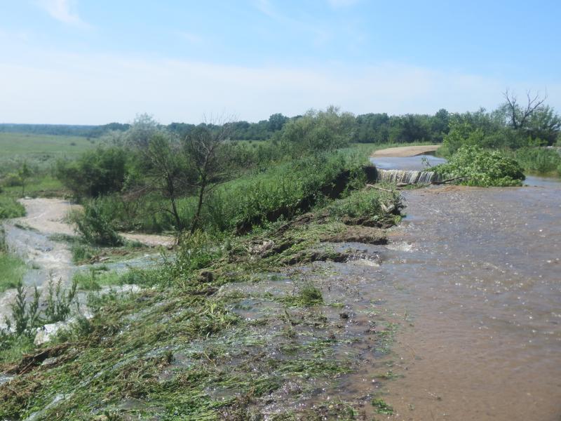 В кількох районах Кіровоградщини продовжують боротися з наслідками стихії. ФОТО - 2 - Життя - Без Купюр