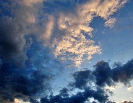 Кіровоградщина: синоптики попереджають про грози, град та шквали