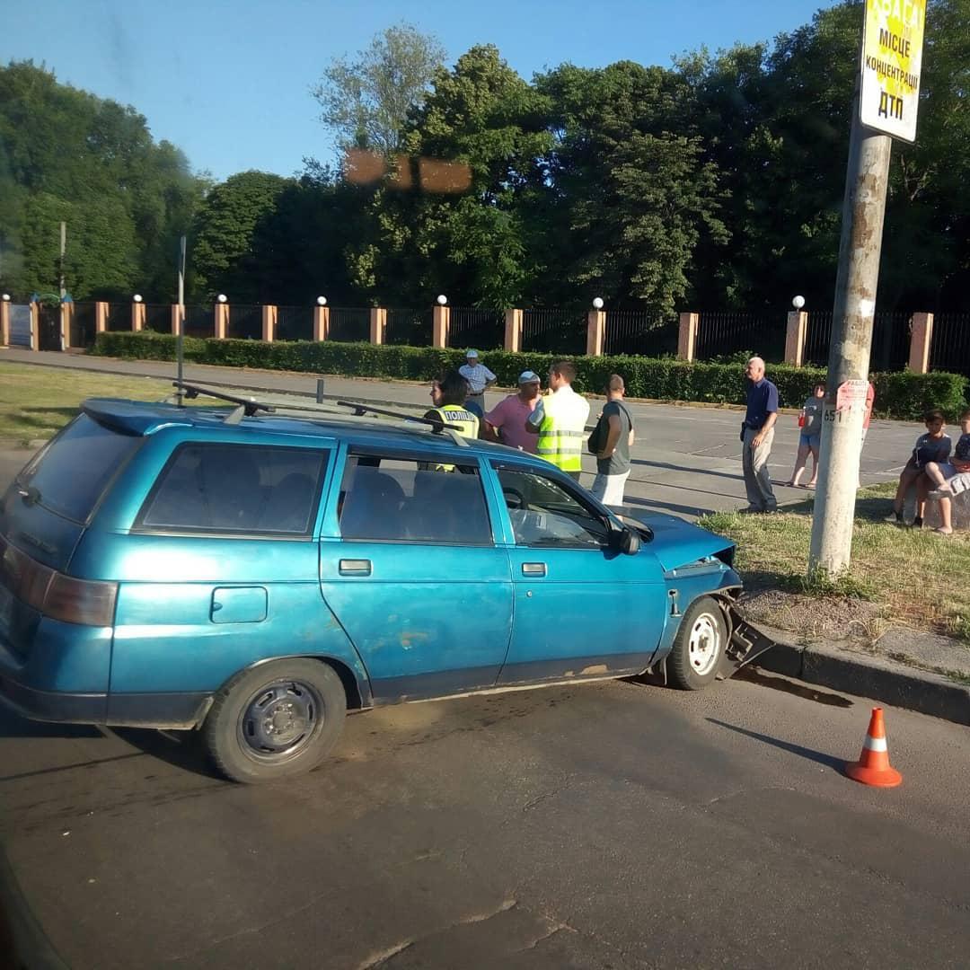 У Кропивницькому зіштовхнулись автівки ВАЗ, є постраждалий. ФОТО - 1 - За кермом - Без Купюр