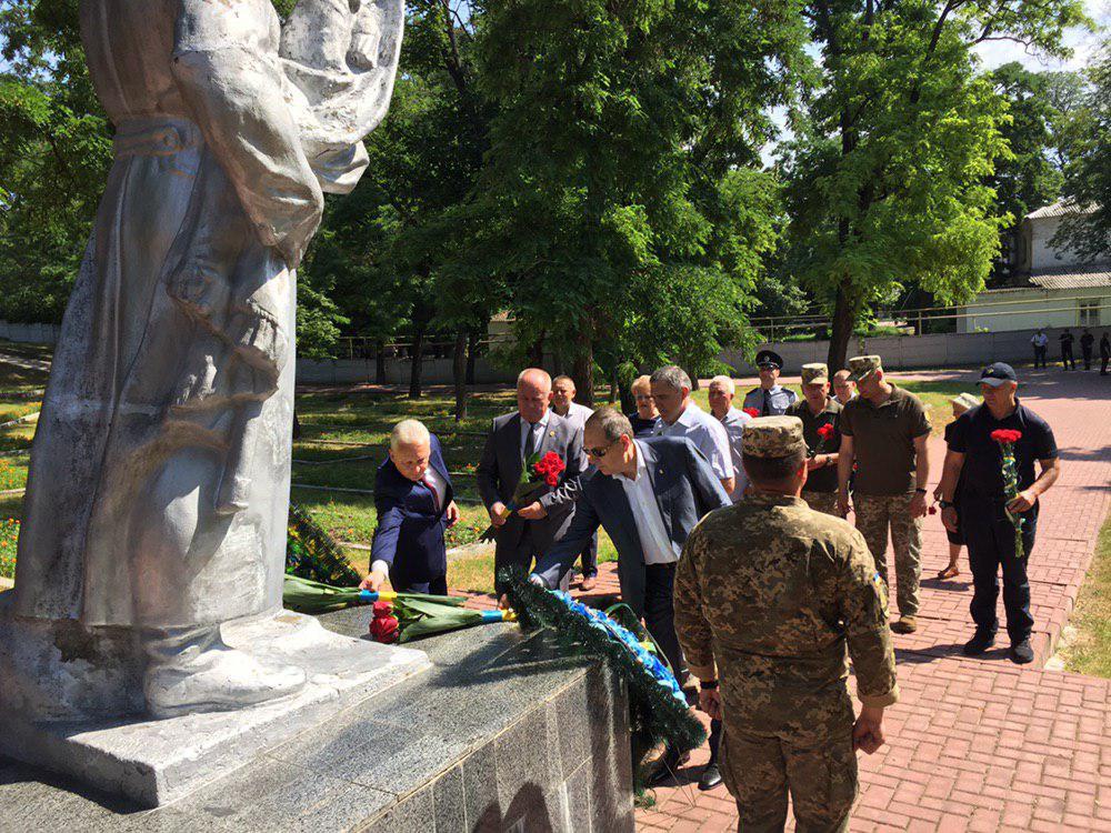 Без Купюр У Кропивницькому вшанували пам'ять загиблих у Другій Світовій війні. ФОТО Події  Кропивницький день скорботи і вшанування пам'яті
