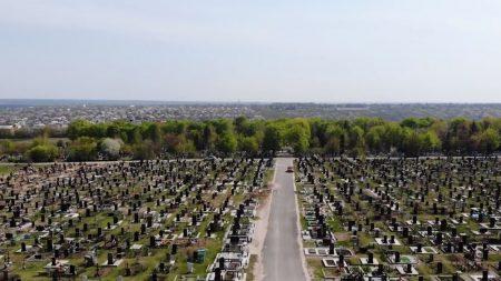 На Масляниківському цвинтарі відремонтували доріжки і тротуари. ВІДЕО