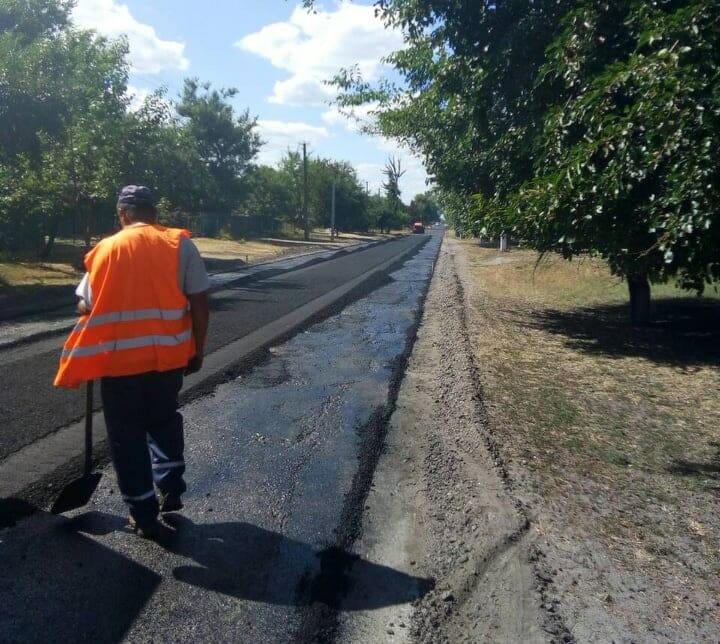 В Олександрівському районі ремонтують місцеві дороги. ФОТО - 1 - За кермом - Без Купюр