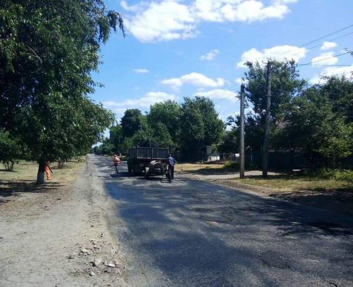 В Олександрівському районі ремонтують місцеві дороги. ФОТО - 2 - За кермом - Без Купюр