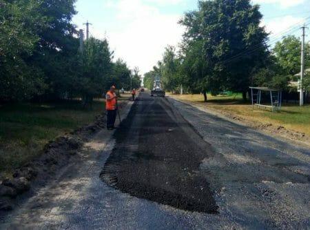 В Олександрівському районі ремонтують місцеві дороги. ФОТО