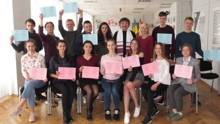 Як французькі волонтери навчають студентів Кропивницького іноземній мові