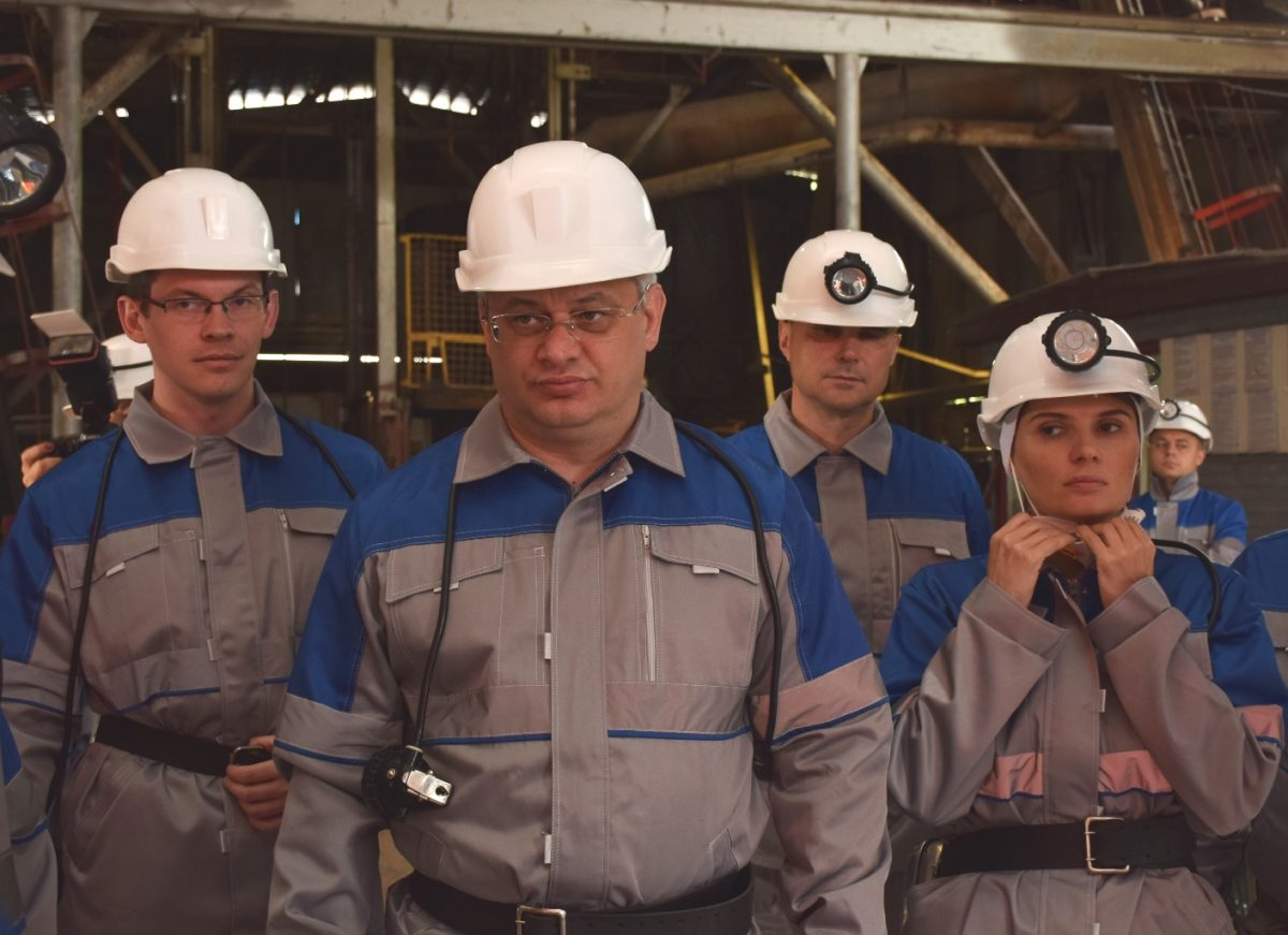 Перший віце-прем'єр на Кіровоградщині спускався в шахту та агітував за Порошенка. ФОТО - 1 - Вибори - Без Купюр