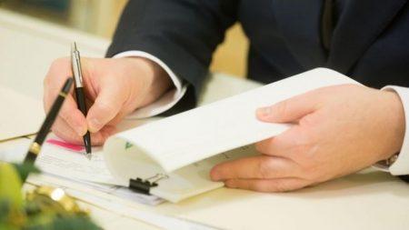 На Кіровоградщині члени ДВК переписували протокол в приміщенні ОВК