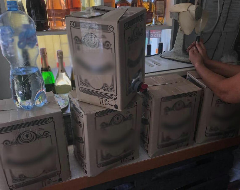 Без Купюр Кропивницький: поліцейські вилучили понад 100 літрів алкоголю сумнівного походження. ФОТО Кримінал  поліція Кропивницький вилучення алкоголю