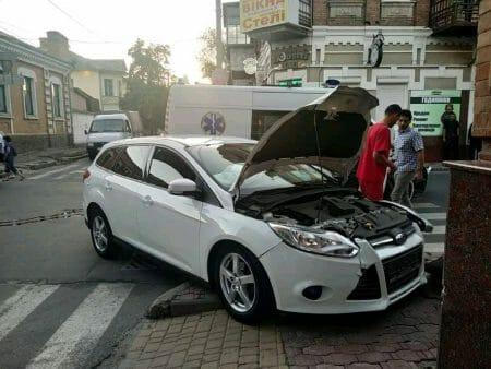 ДТП у Кропивницькому: Зіткнулися автомобіль FORD і швидка. ФОТО