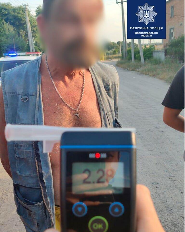 Патрульні виявили водія напідпитку з предметом, схожим на холодну зброю. ФОТО - 3 - Кримінал - Без Купюр
