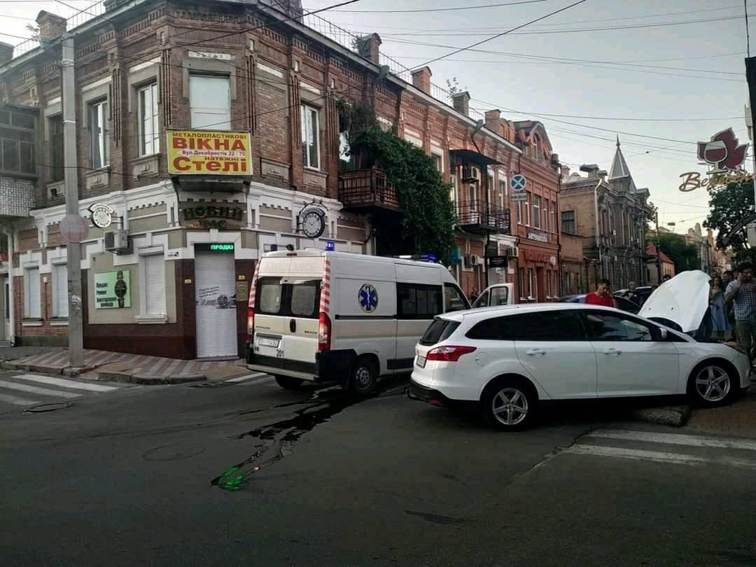 Без Купюр ДТП у Кропивницькому: Зіткнулися автомобіль FORD і швидка. ФОТО За кермом  Кропивницький ДТП Ford
