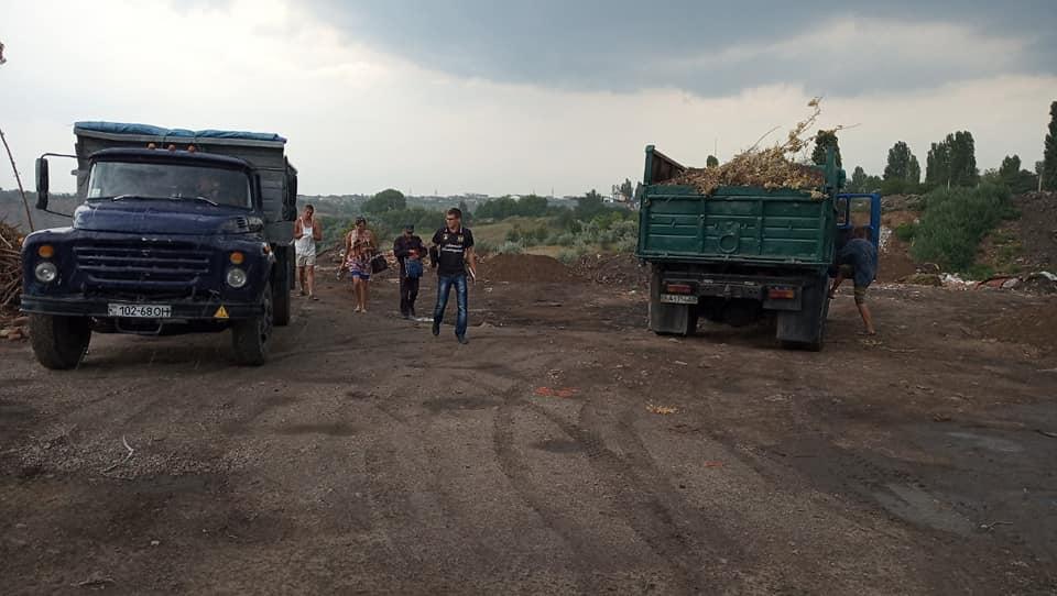 Спецінспекція припинила роботу незаконного платного сміттєзвалища в Кропивницькому. ФОТО - 1 - Життя - Без Купюр